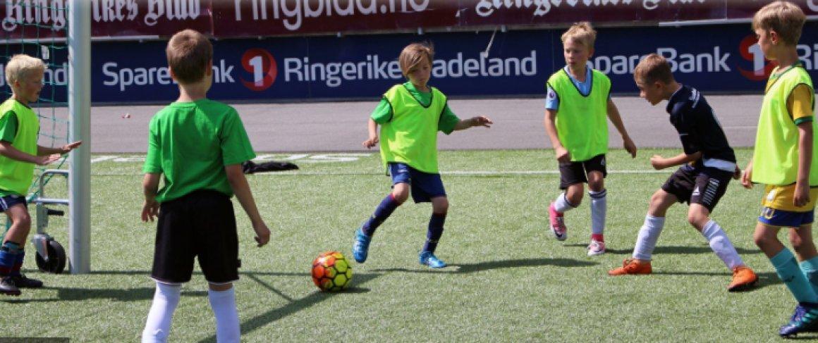 Hønefoss BK arrangerer fotballskole i uke 26, 27 og 33