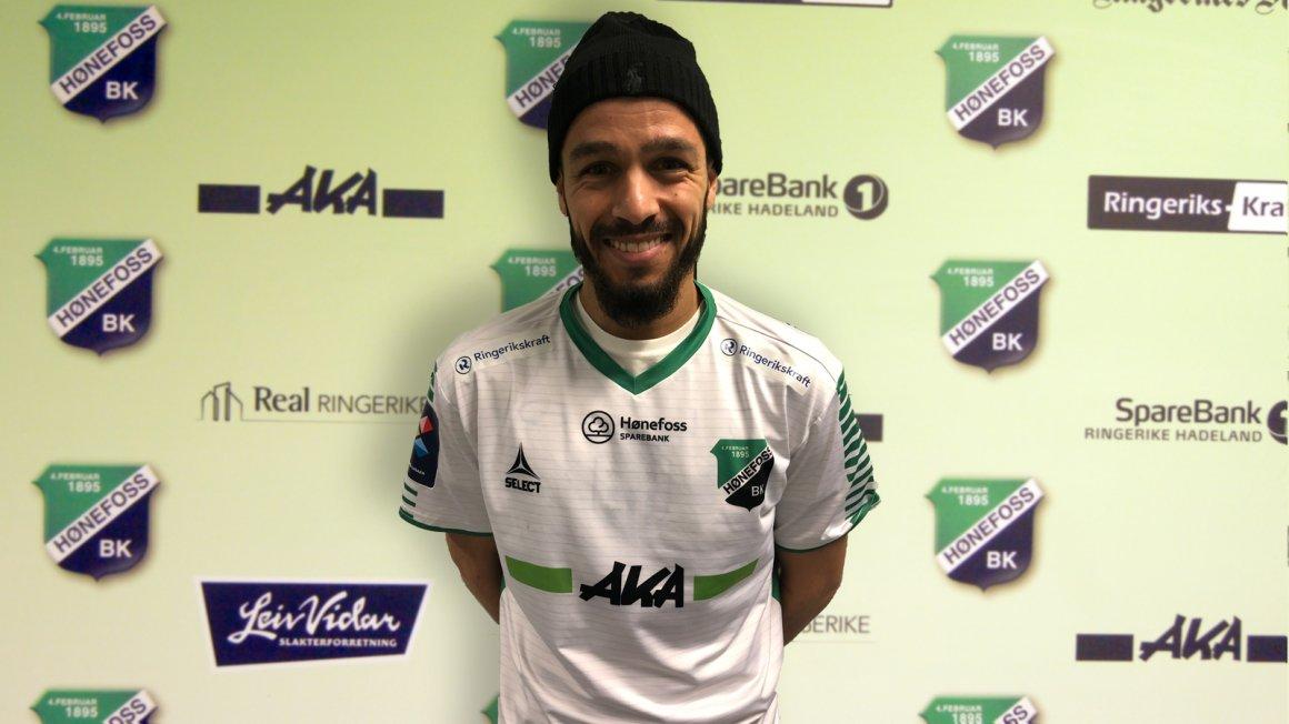 Ahmed El Amrani har signert