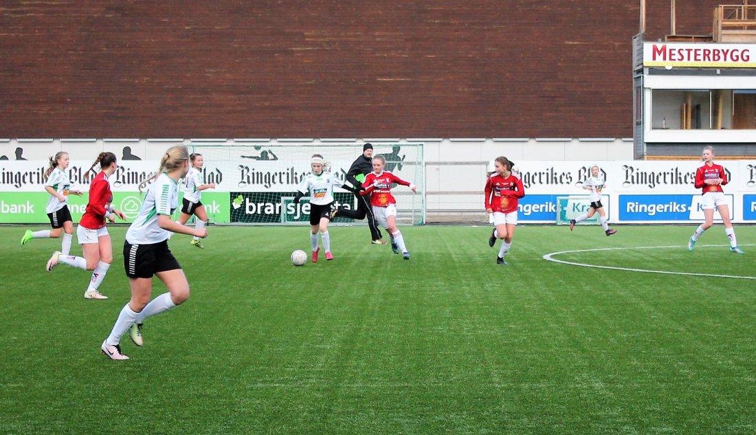 Hønefoss BK J16 scoret 13 mål mot Kongsberg
